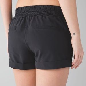 Lululemon Spring Break Away Short (NWT)